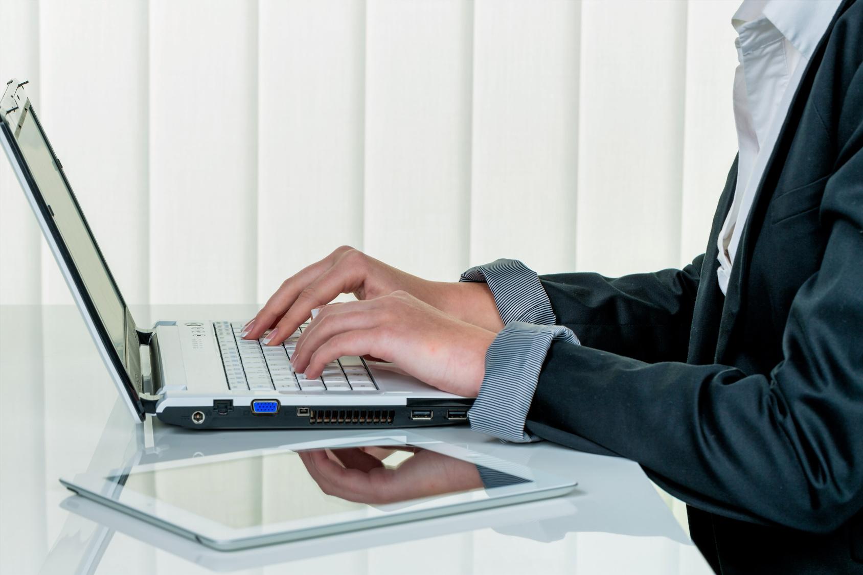 Mitarbeiter der Zentralregulierung des K3 Online Möbelverbandes